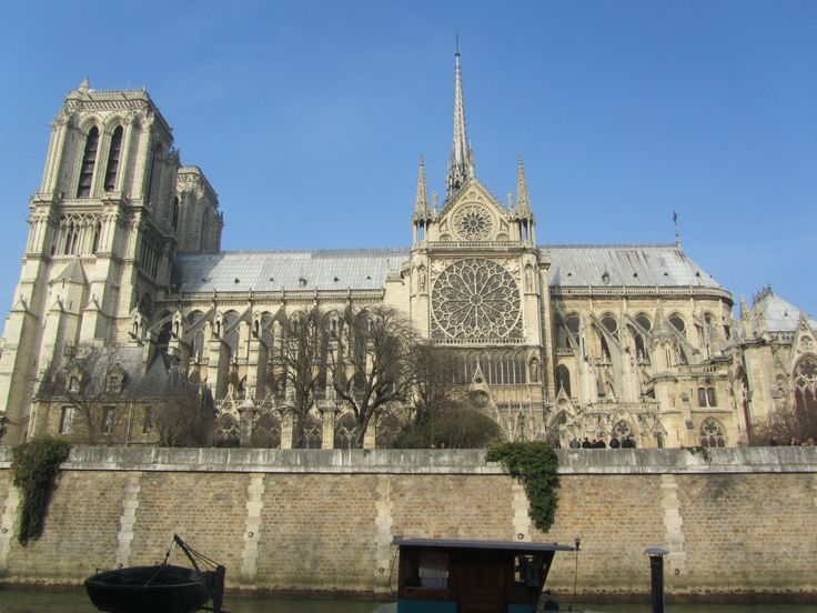 Side view of Notre Dame de Paris