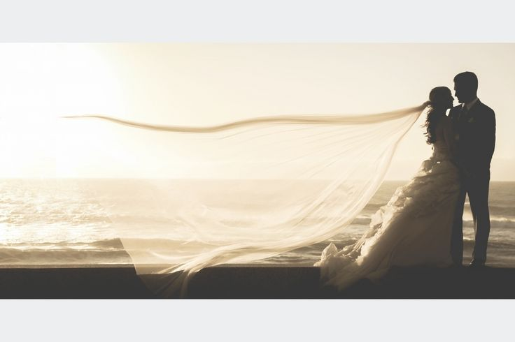 Tradições do Casamento  São muitas as tradições inerentes à realização de um casamento e existem verdadeiros rituais para dar sorte ao casal, exemplo disso é o facto do vestido da noiva ter de ser branco, de a nubente ter de usar algo velho, algo novo, algo azul e algo emprestado, entre muitas outras superstições.  Leia mais em: http://www.casamentosparasempre.pt/artigos ©casamentosparasempre  #tradiçõesdocasamento #casamentosparasempre #wedding #love #amor
