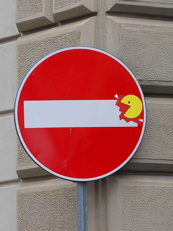 FUNCION INFORMATIVA Street Sign Art by Clet