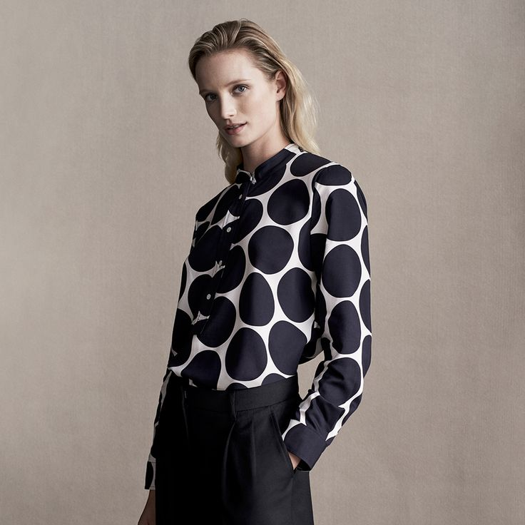 A modern statement in fluid modal-viscose with an overscaled print. Tuck this shirt into smart black trousers for a polished workweek update.