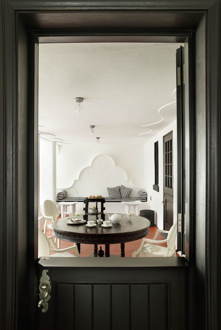CAPE DUTCH HOUSE | CÚRE & PENABAD Architecture and Urban Design (Photo: Daniel Portnoy) | Archinect