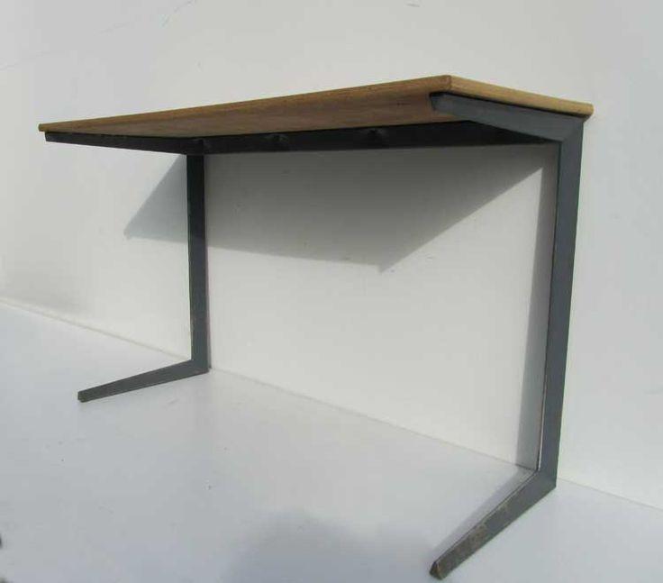 Zeldzame Friso Kramer voor Ahrend de Cirkel werktafel of bureau (type result), ontworpen in 1958 en geproduceerd door ahrend/de cirkel ( in de stijl van de Franse ontwerper Jean Prouve) Zeer mooi...