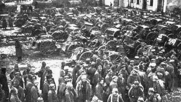 Des prisonniers de guerre russes capturés lors de la bataille de Tannenberg par les Allemands en 1914. © Photos of the Great War