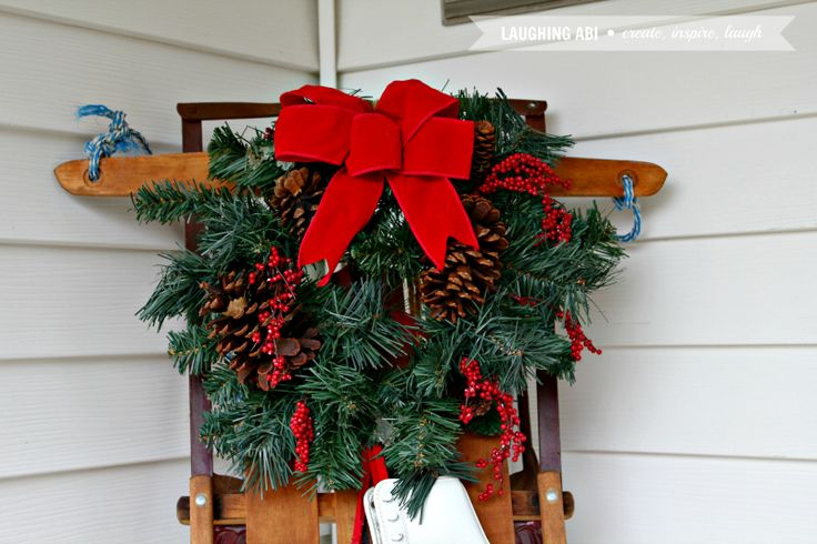 12 Days of Easy Christmas Decorating: Christmas Porch Decorations | laughingabi.com