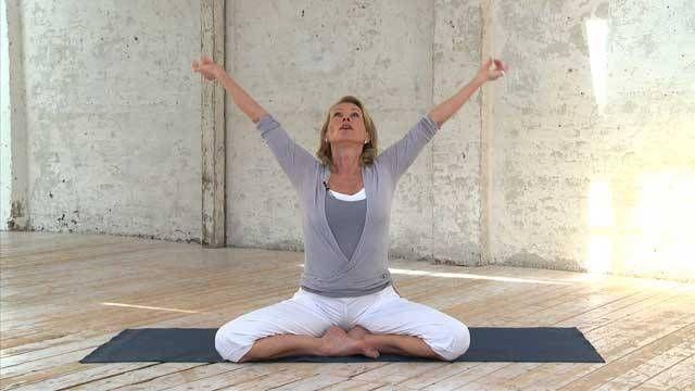 Jetzt lesen: Yoga für Einsteiger: So besiegen Sie die Müdigkeit am Morgen - http://ift.tt/2i8v51z #news