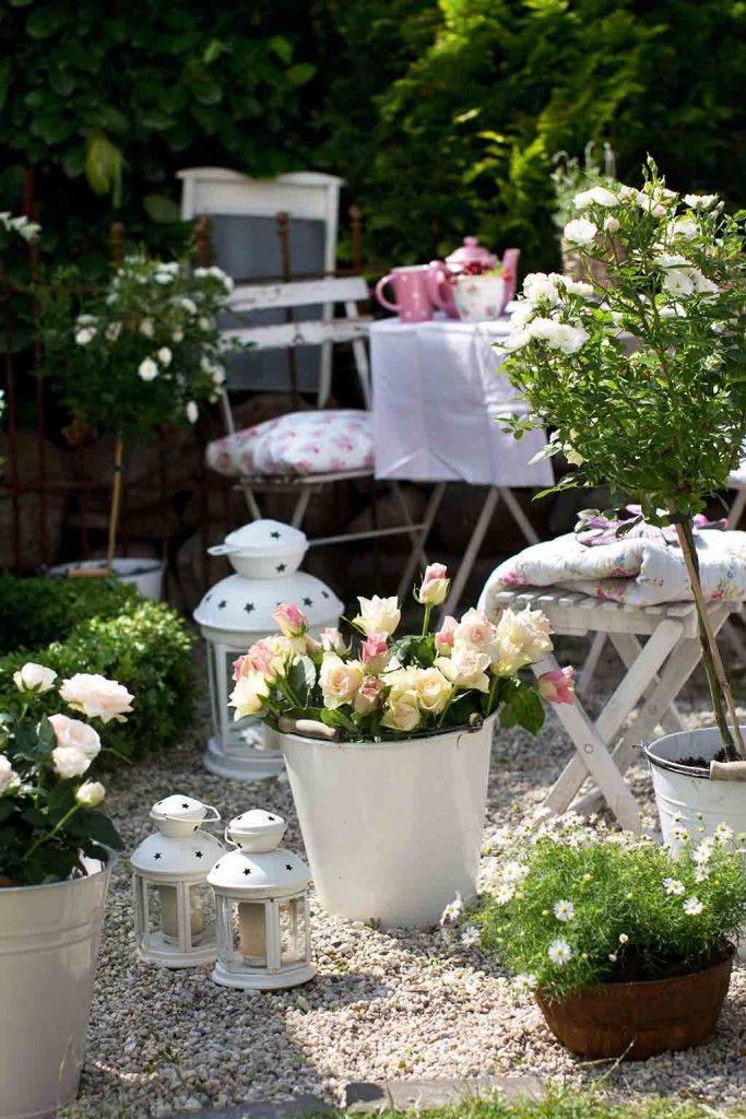Gartentraum im weißen Vintage Look (Foto BusseSeewald) http://landhaus-look.de/my-villa-vanilla-wohnen-wie-es-mir-gefaellt#more-13591