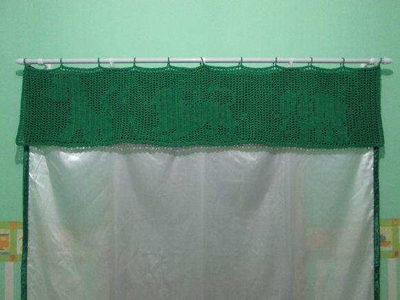 Bando de cortina em barbante, crochê filé, motivo de animais, girafa, leão e elefante, tamanho 1,5m x 0,3m (150cmx30cm) com motivos de animais R$ 30,00