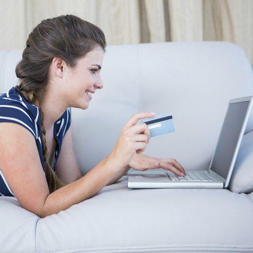 Moda online: saiba como acertar nas compras pela internet
