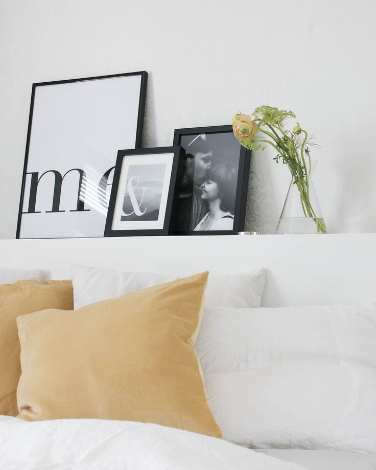 Calm scandinavian bedroom decor
