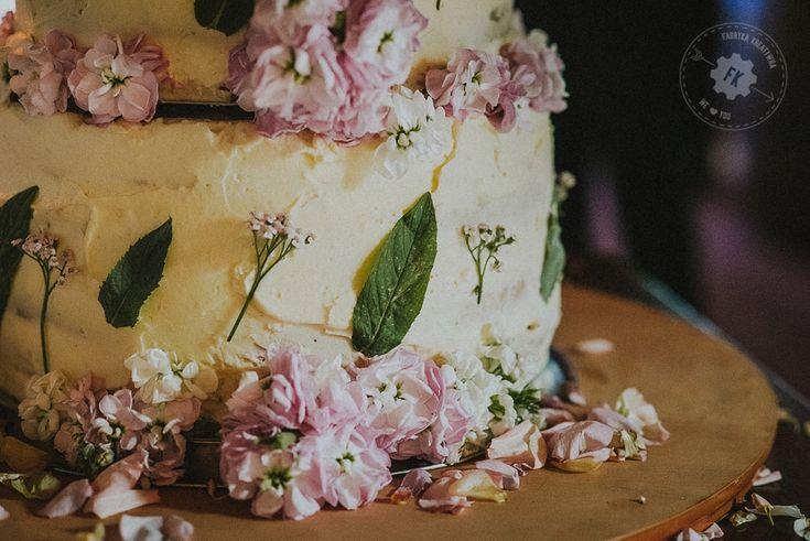 @agatumi 🎂 wedding cake petals wesele w stodole
