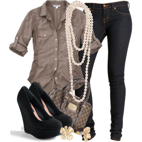 casual button-down, jeans, heels, pearls, louis... what is not to love about this?