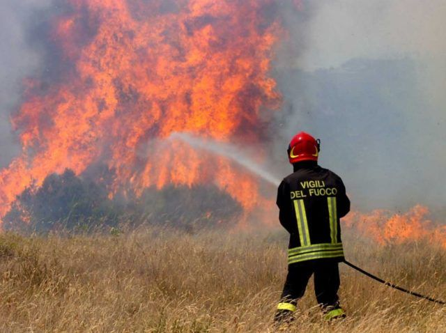 Attività prevenzione incendi boschivi estate 2017 nel territorio provinciale di crotone - Oggi si è tenuta presso la Prefettura di Crotone una riunione nell'ambito delle attività mirate a fronteggiare e a prevenire gli incendi boschivi nella stagione estiva  - http://www.ilcirotano.it/2017/06/28/attivita-prevenzione-incendi-boschivi-estate-2017-nel-territorio-provinciale-di-crotone/