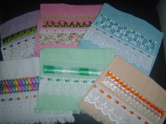 Toalhas de mão trançadas em fita feitas artesanalmente com cores a escolher. R$ 9,00