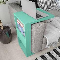 Mesa auxiliar de sofá. Disponível em: http://www.lojaskd.com.br/mesa-de-apoio-para-notebook-book-acqua-lider-casa-151223.html