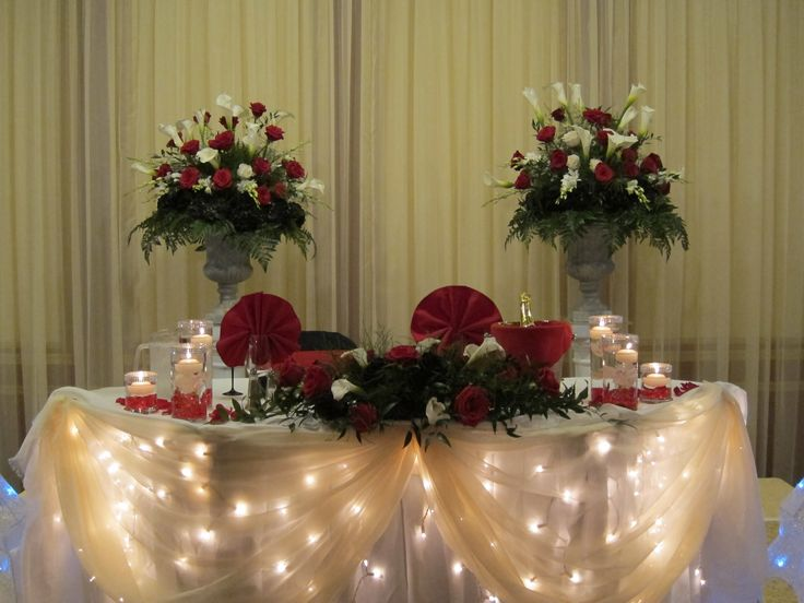 red and black sweetheart table