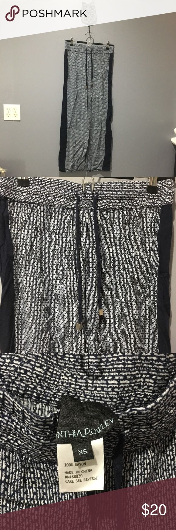Cynthia Rowley Loose Print Pants In good condition, very comfortable.  🚫 No Trades or Low-balls!   ✅ Yes to Reasonable Offers and Discounts on Bundles Cynthia Rowley Pants Wide Leg