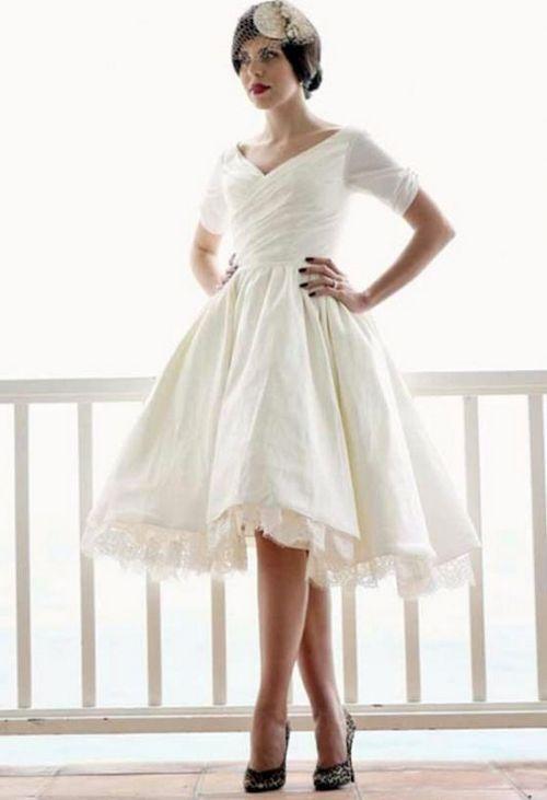 Свадебное платье с треугольным вырезом и коротким рукавом в стиле 50-х