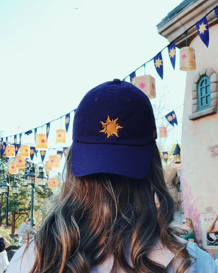 GUYS. I FOUND IT:::::: https://plmonograms.com/collections/park-caps/products/lost-princess-cap?variant=29965879553