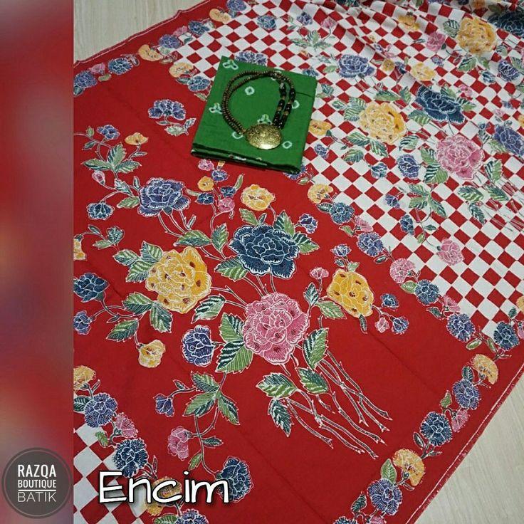 Batik Encim Batik dengan motif buketan bunga dan kupu-kupu atau burung dalam warna warni yg cerah jadi ciri khas batik ini. Bahan katun yg nyaman, adem, warna awet dan tidak luntur. Ukuran 2x1,1 meter. Cocok untuk dress wanita dan kemeja pria dgn kesan casual.  Harga lebih murah dari butik dan pameran batik.  Info dan pemesanan : 📱WA 081282807085