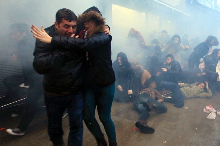 12.03.2014 -  Second Night Of Clashes In Turkey After Burial Of Berkin Elvan