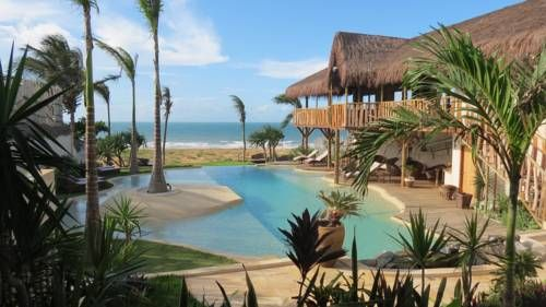 Hotel Hurricane Jeri Jericoacoara (Ceara) Located in the centre of Jericoacoara and 50 metres from Malhada and Jericoacoara beaches, Hotel Hurricane Jeri offers a large, lush garden. Free Wi-Fi is available throughout the property.