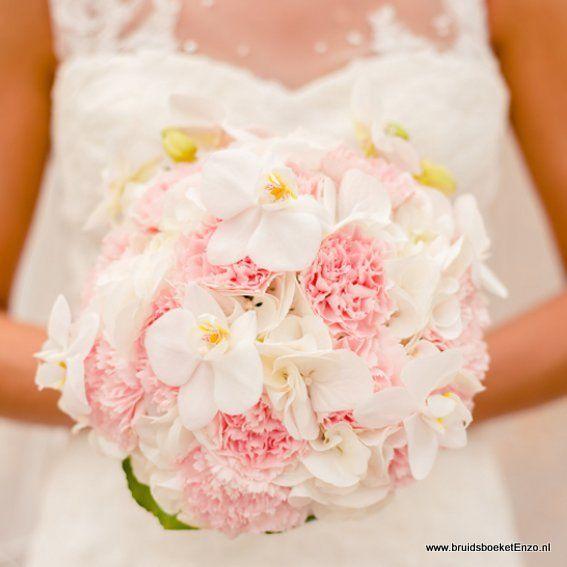 bruidsboeket biedermeier wit roze hortensia en anjer
