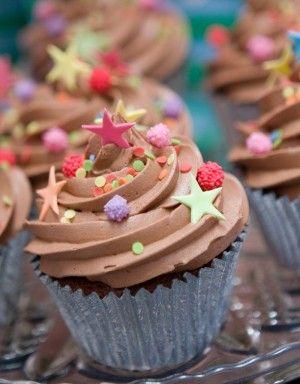 http://www.thecakeparlour.com/wp-content/uploads/2011/01/Retro-Star-Cupcakes-300x384.jpg