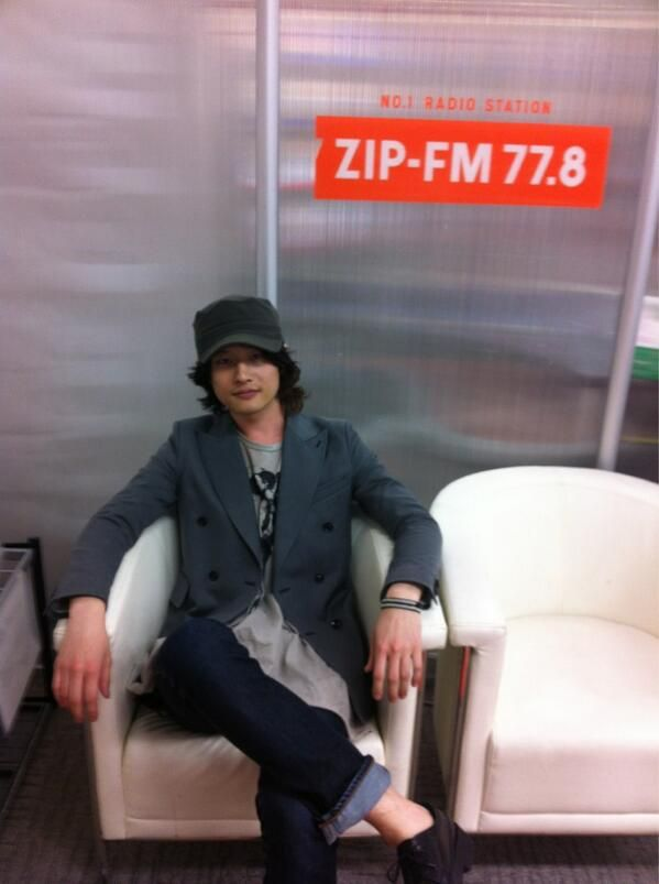 [Champagne]磯部寛之2013/4/4 無事にZIP-FM到着◎そして打ち合わせ終了。どんな曲かけようかな。とりあえず自己紹介的な感じかな◎ ひろ