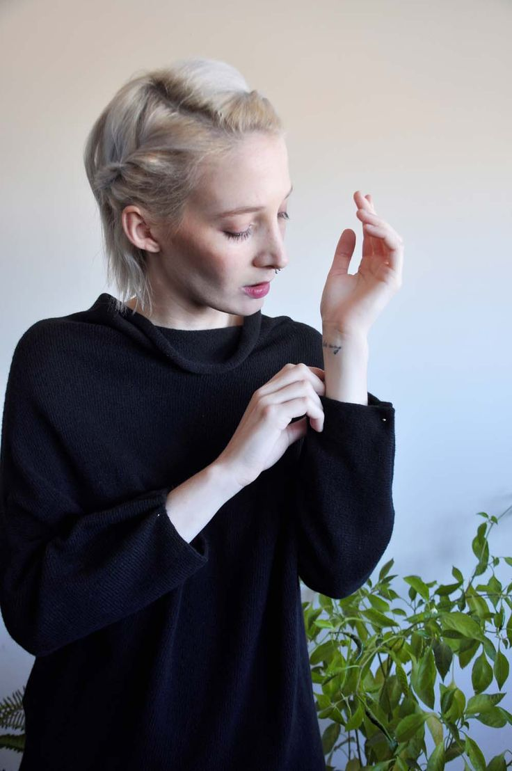 Aroma30 - Minimal chic Cashmere sweater with piercing detail on the cuffs