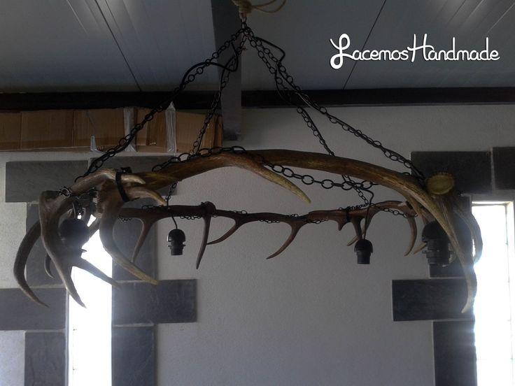Lampara de cuernos de ciervo. Ideal para una bodega. Mas info: http://www.facebook.com/Facemos