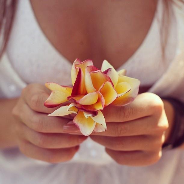 С добрым утром, Москва! #phuket #thailand #thai #nature #beauty #flower #girl #instaphoto - @polinaushakova- #webstagram