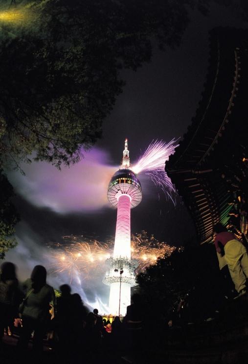 N Seoul Tower / Seoul Namsan Mountain    http://www.visitkorea.or.kr   KOREA TOURISM ORGANIZATION