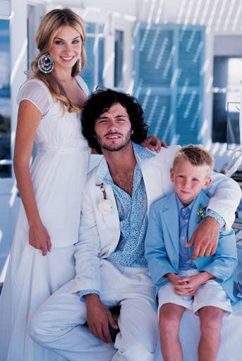 casamento-praia-vestido-noiva-traje-noivo-pajem-azul-branco