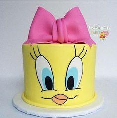 Adorable tweety cake