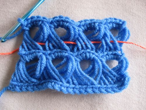 Knitting Lifelines In Lace : Broomstick lace working with a lifeline and