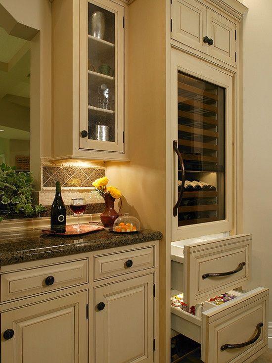 Traditional Kitchens - cabinets, dark granite, backsplash