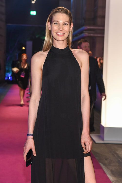 Sarah Brandner - so sieht sie heute aus! - StarFlash.de    #model #actress #celebrity #black #dress #gala #event #radiant #outfit #style #natural #beauty #classy #class #woman #girl #beautiful