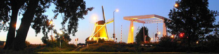 Huis kopen in Amsterdam  Wilt u een huis kopen in Amsterdam, of bent u benieuwd naar de mogelijkheden die u heeft? Wij kennen de woningmarkt in de hoofdstad als geen ander en zijn u graag van dienst op basis van uw persoonlijke wensen. Hoeveel ruimte zoekt u en heeft u al enkele locaties op het oog, of wenst u hier meer informatie over te ontvangen?