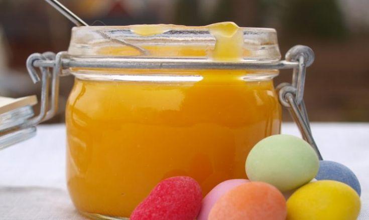 Lemon curd eller sitronkrem som det kan kalles på norsk, er utrolig godt, gult og frisk å både se på – og ikke minst å smake på. Sitronkrem lages av sitron, sukker, smør og egg, sammen med en liten…