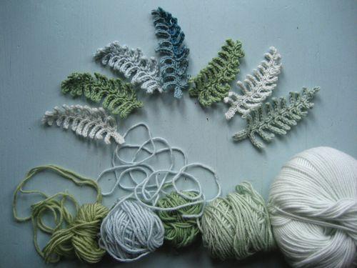 attic 24 : diy crochet fern leaf༺✿ƬⱤღ  http://www.pinterest.com/teretegui/✿༻