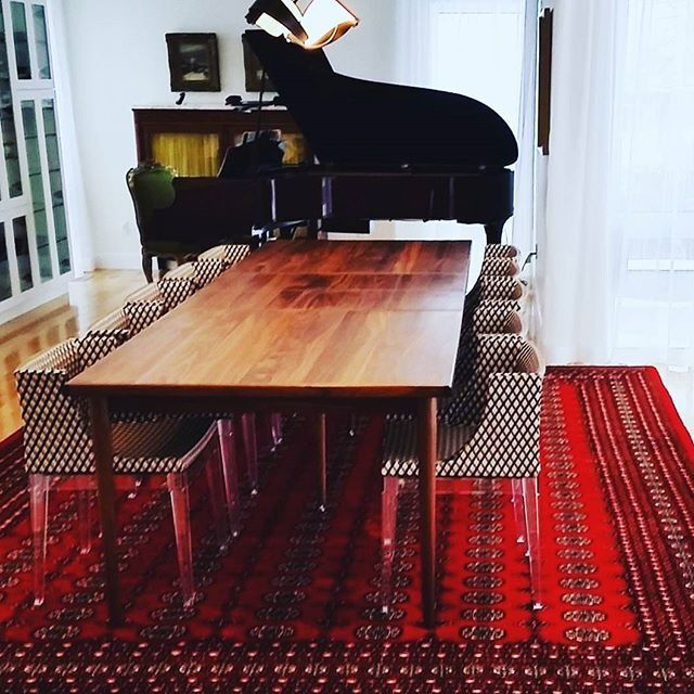 Ünlü mimar ve tasarımcı Philippe Patrick Starck projesinde afgan el halısını modern çizgilerle klasiği birarada kullanmış ..#Halica #home #decoration #decor #furniture #beautiful #trend #colours #fashion #design #like #love #instagood #likes #bursa #istanbul #ankara #eskisehir #izmit #florya #cumhuriyet #haliyadairherşey #elhalisi #ipekhali #tasarım #yünhali - Architecture and Home Decor - Bedroom - Bathroom - Kitchen And Living Room Interior Design Decorating Ideas - #architecture #design…