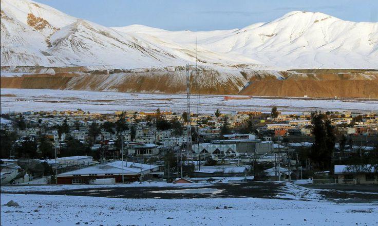 La nieve cubrió la ciudad minera de El Salvador, en el interior de la Región de Atacama, Chile.