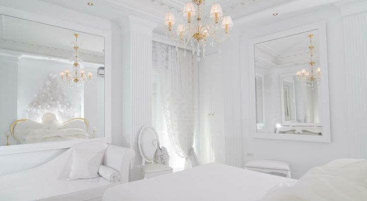 Athens Diamond Plus Hotel - Exquisite hotel in Athens. 4-stars and white, lots of white with a touch of gold! Absolutely amazing!