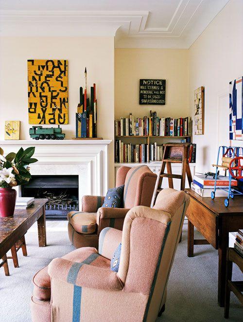 Een jaren '40 huis heeft authentieke details zoals geometrische plafondlijsten en een originele schouw.