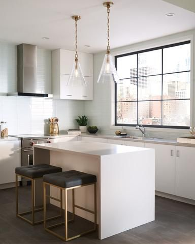 - Overview - Details - Why We Love It Elmore is absolutely GORRRGEOUS. With a simple cone silhouette, textured clear glass and designer grade square length chain, this gem will have your kitchen looki