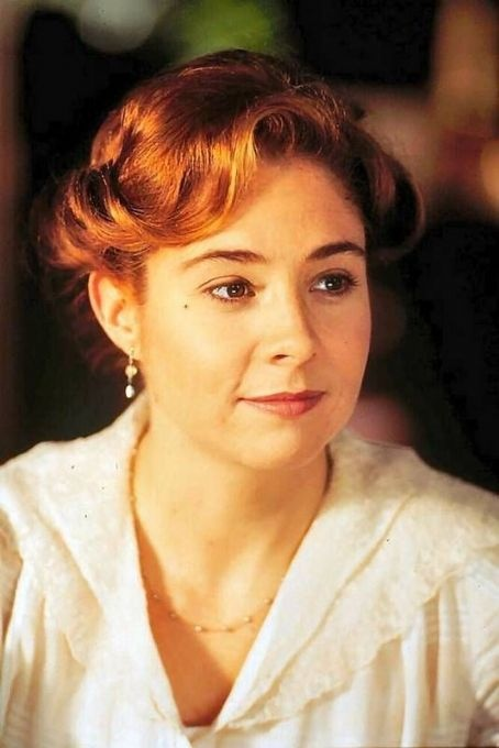 Megan Follows: born in Toronto, Ontario, March 14th 1968; canadian and US-american actress; 1,60 m