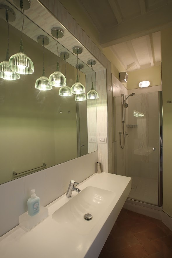 Modern pendant lights bathroom modernbathrooms modern for Modern light fixtures bathroom