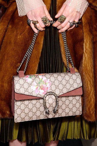 Im Fokus: die neue Dionysus-Bag von Gucci. Backstage-Bild bei der Gucci-Show Herbst/Winter 2015/16 in Mailand