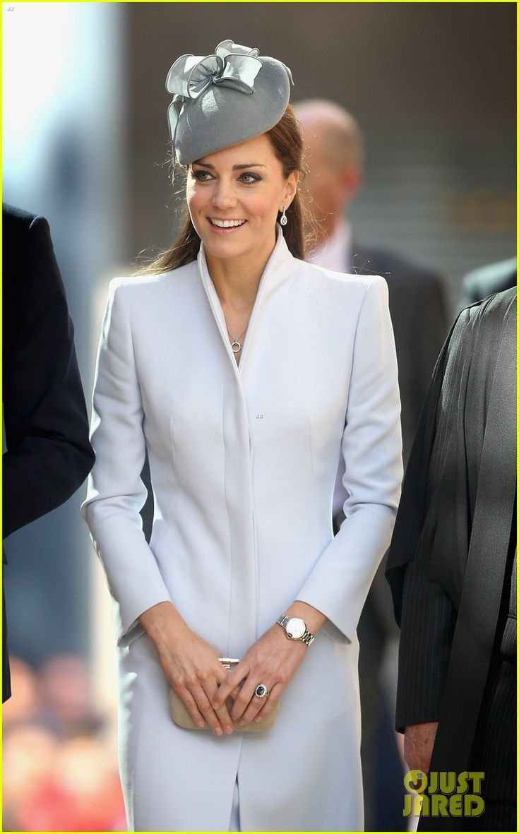 kate middleton definitely wins easter sunday best dressed 08 Catherine, Duchess of Cambridge (aka Kate Middleton) wows us all while arriving at St. Andrew's Cathedral for Easter Sunday Service on Sunday (April 20) in Sydney,…