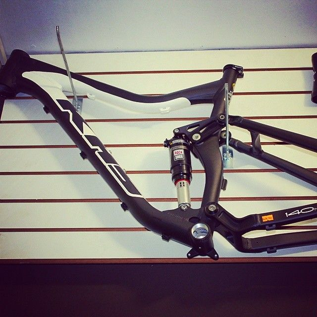 Una Joya De Cuadro Khs Sixfifty Enduro Trail Mtb Frame Joya Estilo In 2020 Stationary Bike Bike Gym Equipment